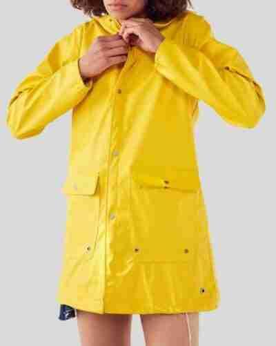 Zoeys Extraordinary Playlist Rain Yellow Coat